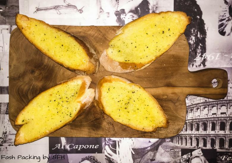 Fash Packing by Sydney Fashion Hunter: Bella Italia Legian Garlic Bread