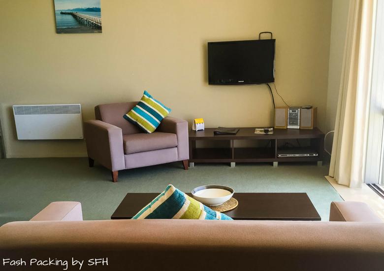 Fash Packing by SFH: Beachside Resort Whitianga New Zealand - Lounge