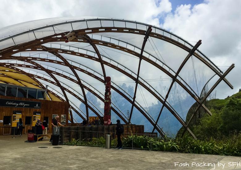 Fash Packing by SFH: Waitomo Caves - Waitomo Caves Visitor Centre