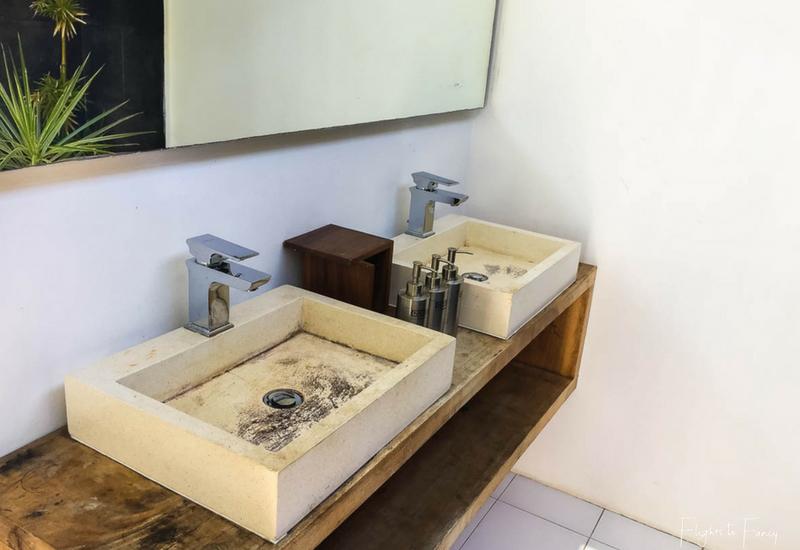 Indoor/Outdoor bathroom at Nero Villa Gili Trawangan