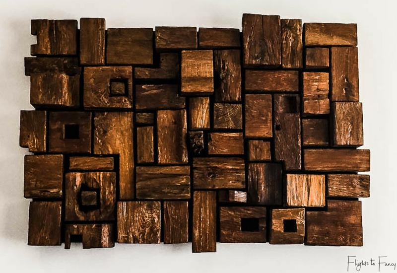 Wooden artwork at Villa Nero Gili Trawangan