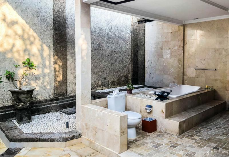The Club Villas Seminyak: Bathroom in 2 bedroom villa