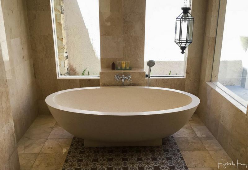The Club Villas Seminyak: Bathtub in Seminyak Villas 1 bedroom