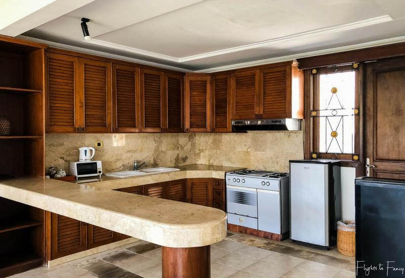 The Club Villas Seminyak: Kitchen in 2 bedroom villa Seminyak
