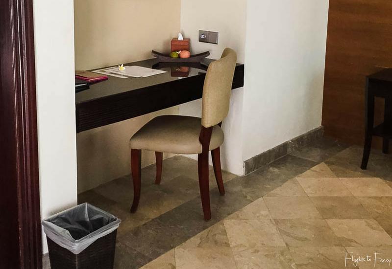 The Club Villas Seminyak: Seminyak Villas 1 bedroom honeymoon suite desk